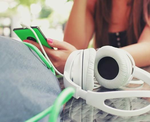 headphones-923186_640